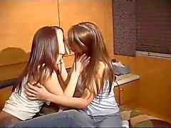 Escenita lesbica sin quitarse los tangas