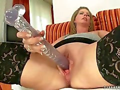 Teen loves lick an old wet pussy