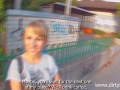 Concupiscent beauty blows ramrod on cam