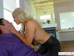kylie page dans un porno très chaud