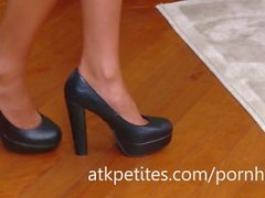 Super-skinny Ariana Marie Shows Off Her Sexy Feet