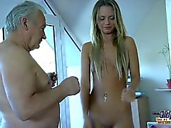 Vanda lust sucks gustavo's cock