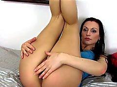 Brunette babe deneira toying her cherry