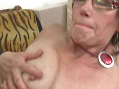 Old moms suck n fuck young sons