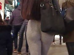 Teen with amazing ass spandex
