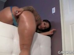oiled latina teen model fuks her pussy