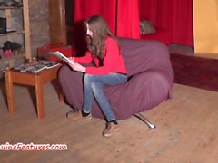 19yo skinny chick shows her body at the casting
