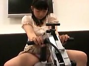 Kiny Asian teen spreads her legs to get her young pussy pou
