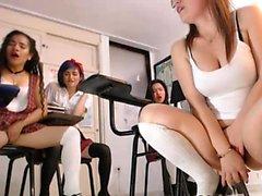 Amateur big ass schoolgirls on sex lesson on webcam