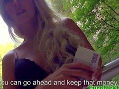 Amateur picked up gets naked for cash