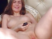 Babe on Cam Masturbates Pink Pussy
