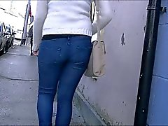 Candid college girl in tight jeans