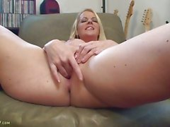 Anita Blue Masturbating with a dildo on her clit