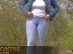 Cameltoe in blue jeggings