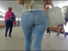 Walking ASS Parade IV (lot of nice Asses in Jeans)
