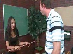 Amia Miley. La Profesora Follada y Atragantada en la Escuela