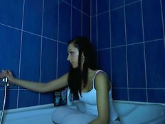 Hot Webcam Girl In The Bathtub