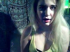 teen agneseana fingering herself on live webcam