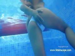 Underwater kinky pussy rubbing