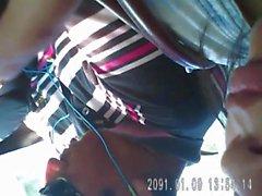 escote de una linda dama en el bus. yuc. urbano
