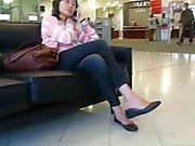 Xandid Asian Girl Shoeplay Feet Dangling on the Phone