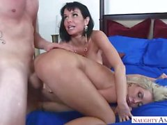 Son Caunght His Mom Nina Elle And Aunt Veronica Avluv Together
