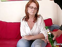 Drunk mom gets her snatch drilled
