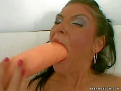 randy young bitch does awesome deep throat