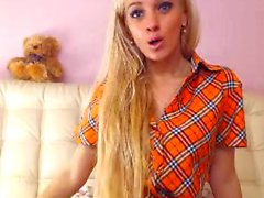 Teen in the short skirt dancing on cam and un