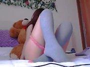 teen raqueell fingering herself on live webcam