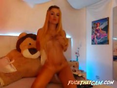 Sexy beach babe works the webcam