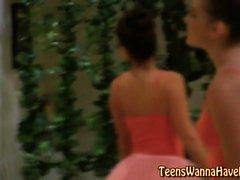 Teen ballerina lick les