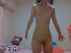 全裸で恋チュンを踊るクビレ美女1