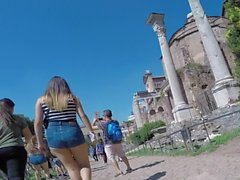 tourist asses in italy