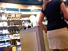 Brunett Teen whit nice ass and upskirt voyeur