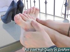 Risi has an awesome foot fetish session