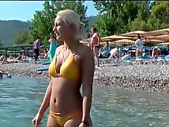 Seductive amateur girls spotted for sex at the beach
