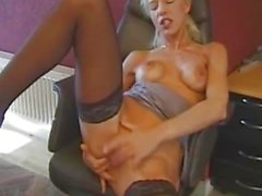 Amateur blonde enjoys threesome