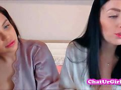 Real lesbo Twins on live webcam .avi