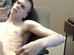 Homemade - his girlfriend wank him