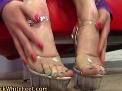 Highheel feet worshipped