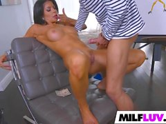 There is something about this MILFs vag
