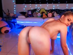 Blonde Teen Toying her Tight Pussy on webcam