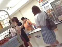 Japanese schoolgirl do not notice even if she was inserted