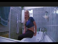 PublicAgent Fit Young CELINA needs a plumber