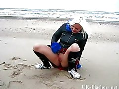 Beach babe pissing in public of Miss Chaos