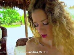 Andrea reibt sich die Fotze nach der Gartenarbeit