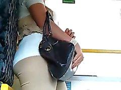 Geiles lady laesst sich im Bus filmen