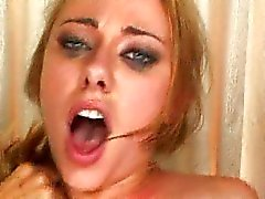 This chick is a squirting queen
