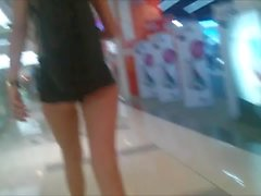 Teen ass cheeks in tiny shorts in shopping mall